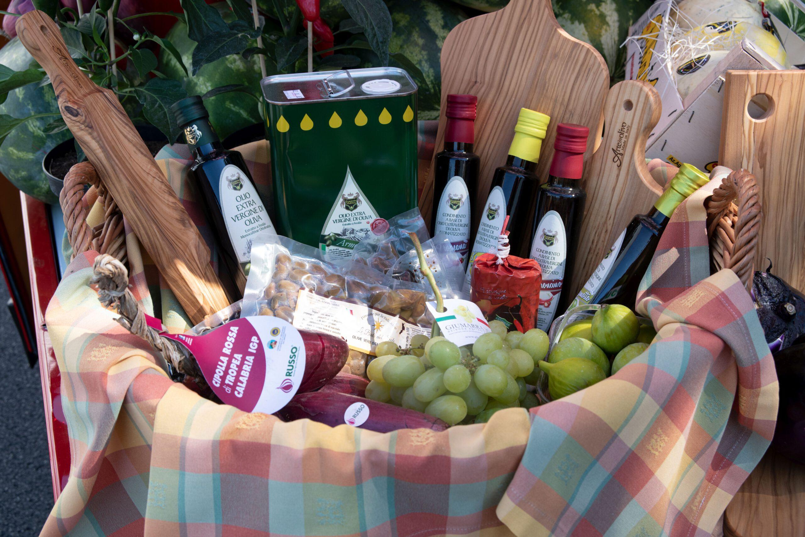 Cuore del Suds Produktauswahl - Olivenöle, Tropeazwiebeln, Trauben, Datteln, Melonen und vieles mehr
